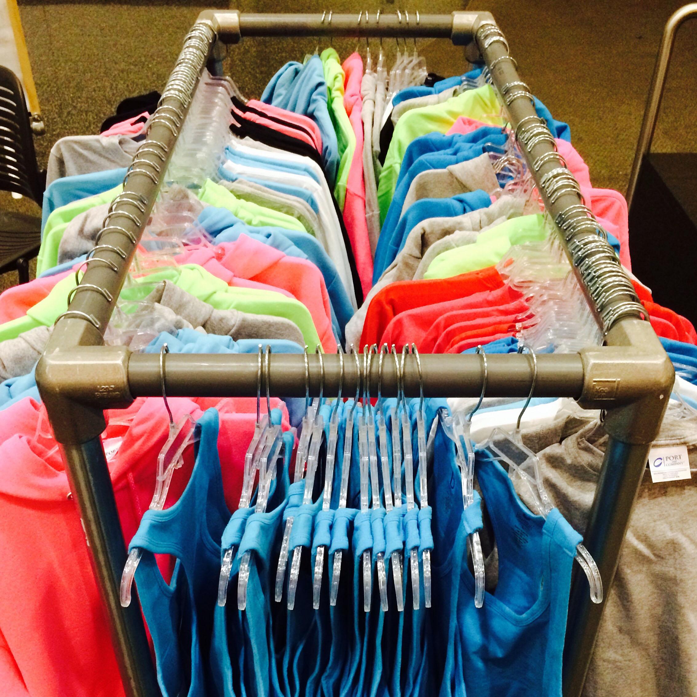 39 diy retail display ideas from clothing racks to for Clothing display ideas for craft shows