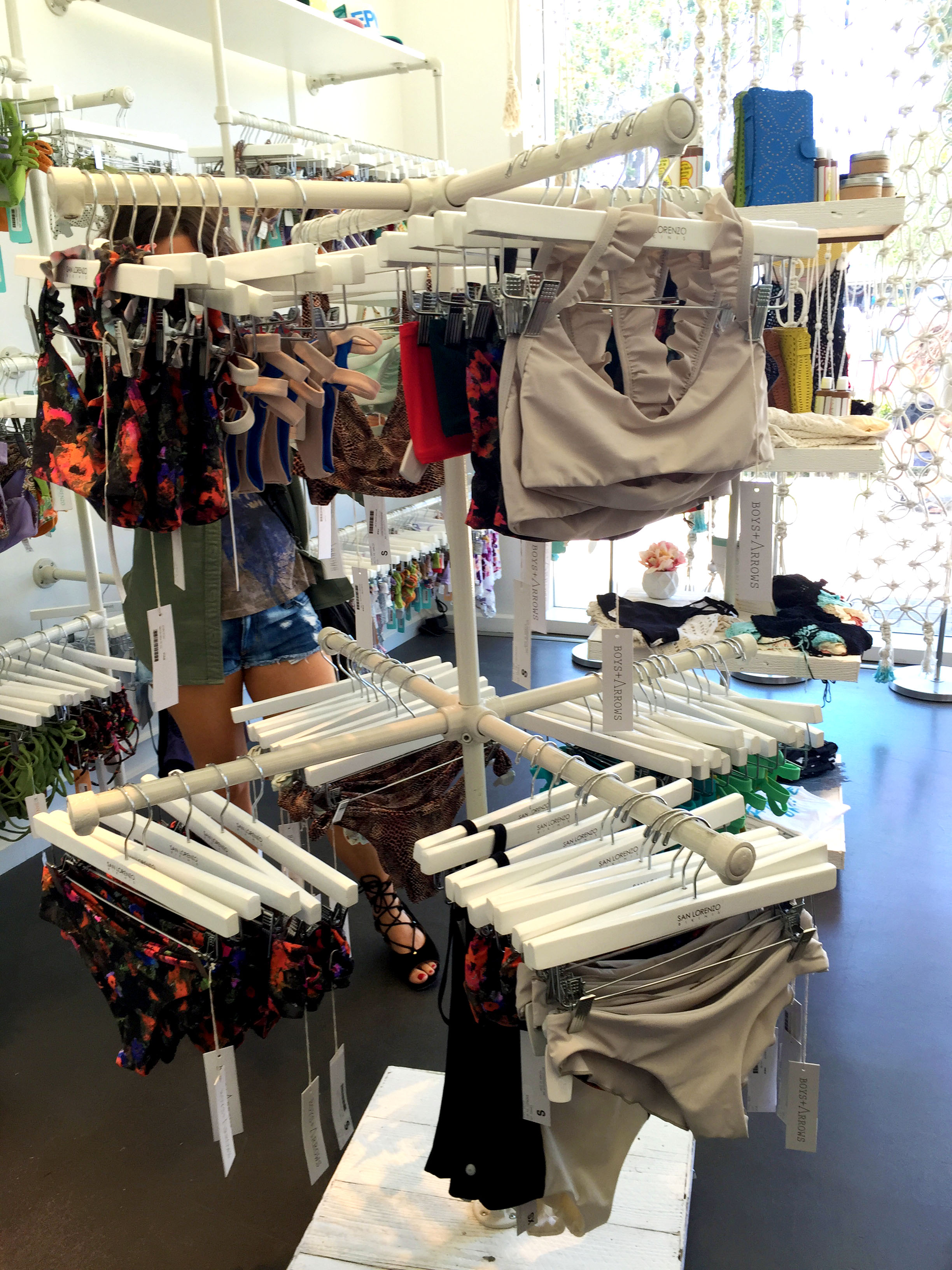 39 Diy Retail Display Ideas From Clothing Racks To Signage Simplified Building