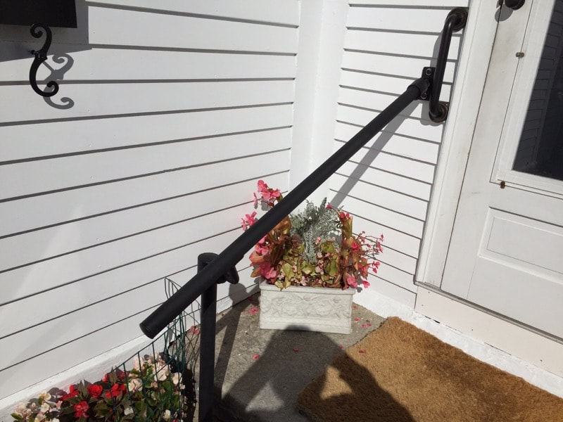 <center><span class='u-heading-4'>Like this railing style?</span><br><a class='link-as-button button-light-normal' href='/kits/stair-railing-kits/hybrid-518-c58-surface-wall-mount-railing'>Purchase the Hybrid 518/C58 Railing</a></center>