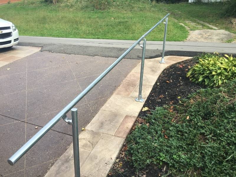 <center><span class='u-heading-4'>Like this railing style?</span><br><a class='link-as-button button-light-normal' href='/kits/stair-railing-kits/surface-mount-railings/surface-l160-surface-mount-railing'>Purchase the Surface L160 Railing</a></center>