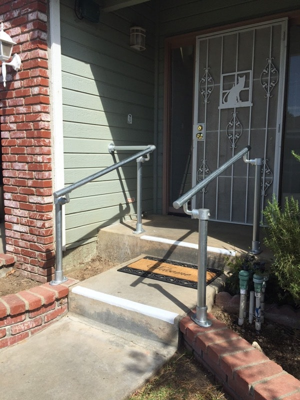 <center><span class='u-heading-4'>Like this railing style?</span><br><a class='link-as-button button-light-normal' href='/kits/stair-railing-kits/surface-mount-railings/surface-518-stair-railing'>Purchase the Surface 518 Railing</a></center>
